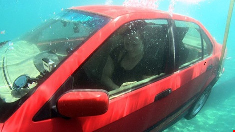 the-list-underwater-escape-car_1